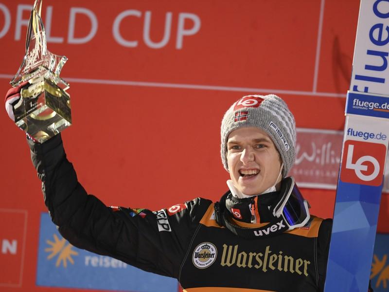 Halvor Egner Granerud oslavuje víťazstvo aj vo Willingene