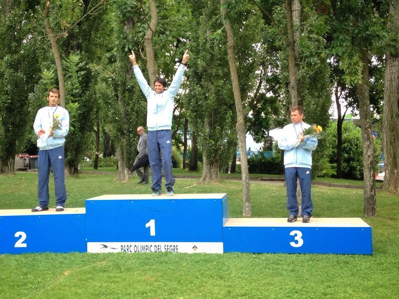 Sprava: Trojica slovenských reprezentantov Michal Martikán (3. miesto), Alexander Slafkovský (1. miesto) a Matej Beňuš (2. miesto) po pretekoch Svetového pohára vo vodnom slalome v Seu d´Urgell