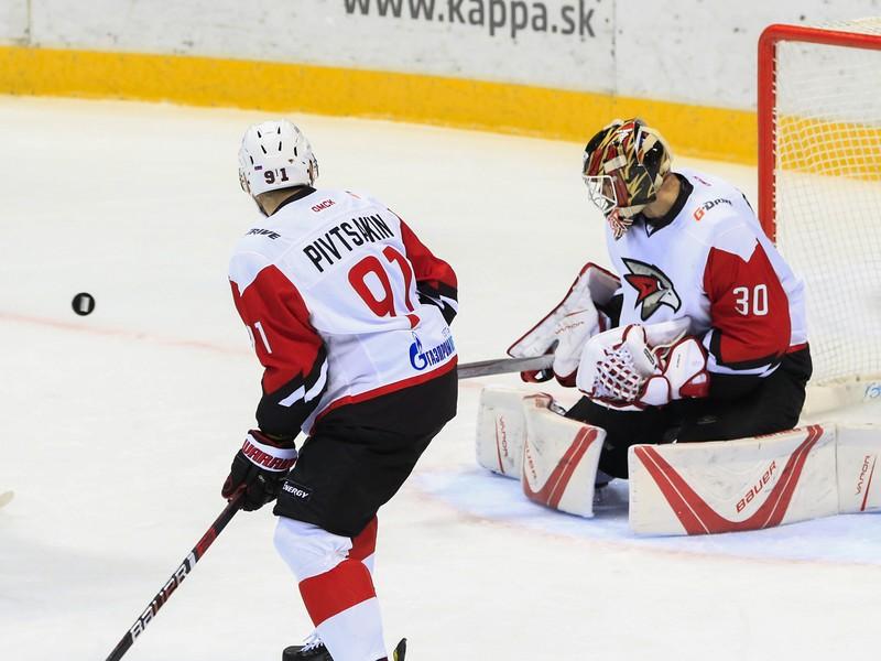 Nikita Pivcakin a brankár Igor Bobkov