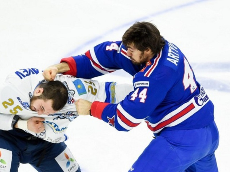 Jevgenij Arťuchin a Damir Rispajev divákom ponúkli bitku ako z NHL