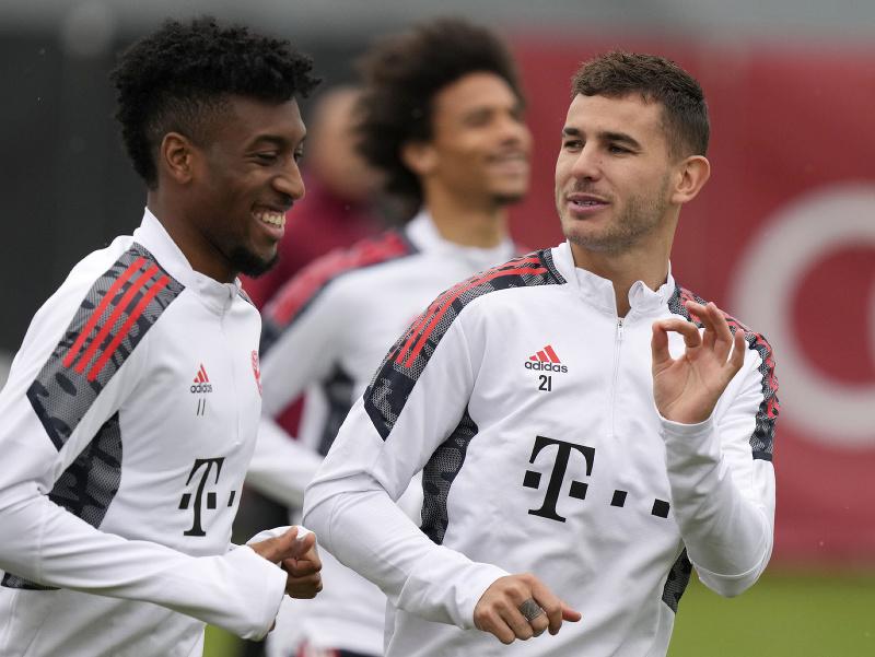 Kingsley Coman a Lucas Hernández počas tréningu Bayernu Mníchov