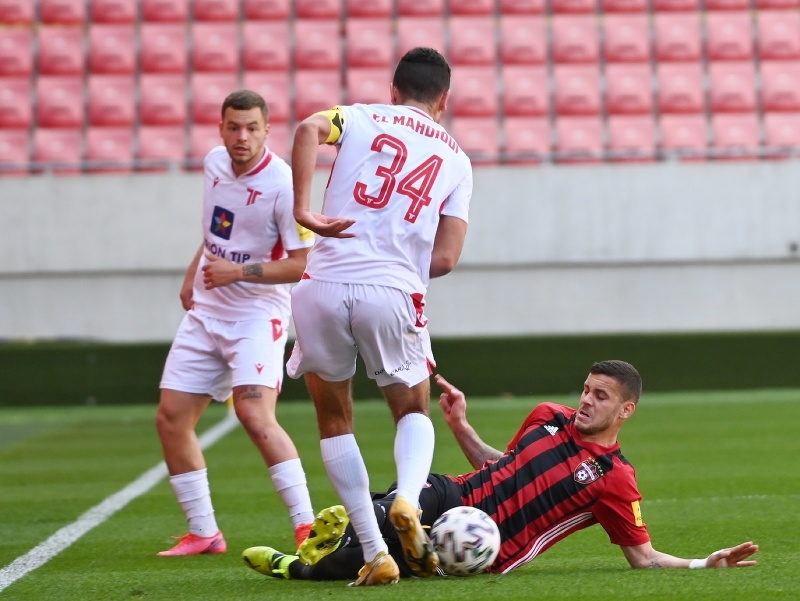 Zľava hráči Trenčína Milan Corryn, kapitán Achraf El Mahdioui a dole hráč Trnavy Kristián Koštrna