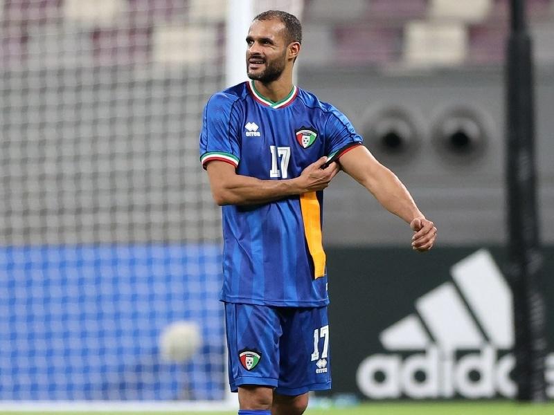 Bader Al-Mutawa s kapitánskou páskou