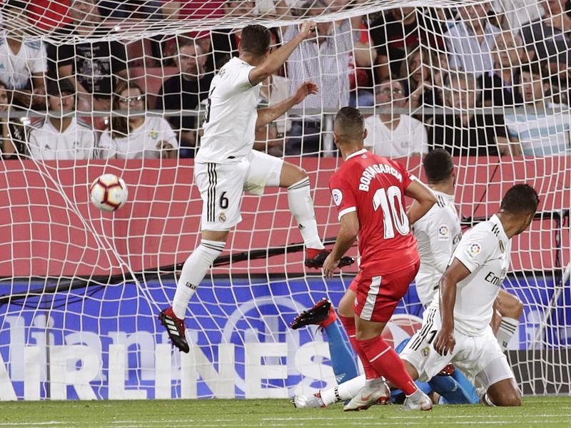 Borja prekonáva obranu Realu