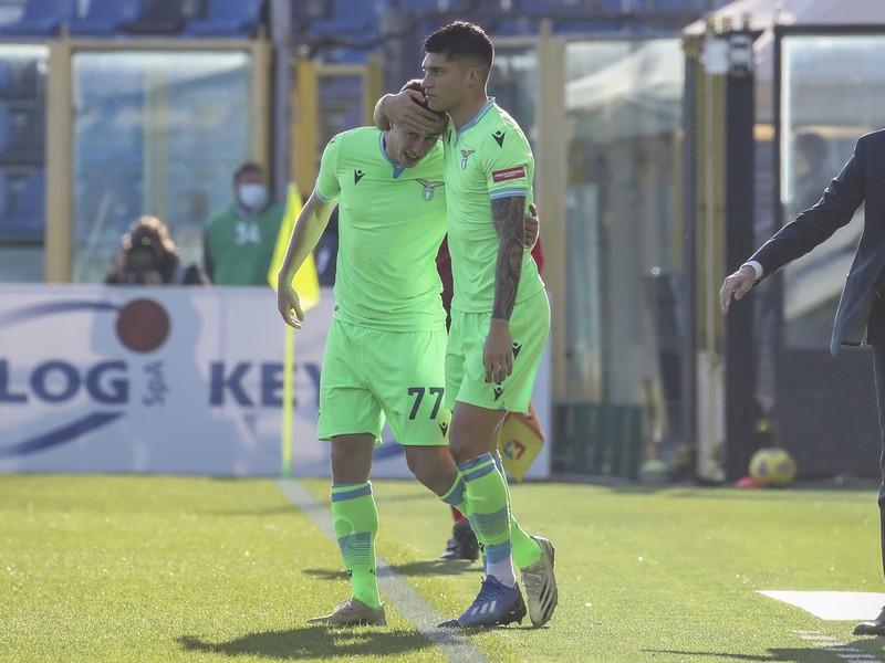 Futbalisti Lazia oslavujú gól