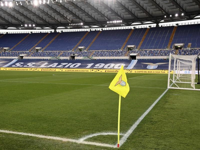 Sklamaní hráči Lazia Rím, ktorí dnes neodohrali domáci zápas proti Turínu