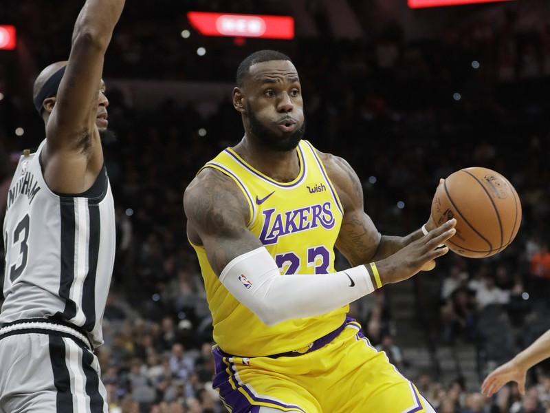 LeBron James sa v súboji so Spurs dostal už na šiestu priečku v historickom poradí najlepších strelcov