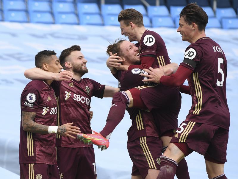 Hráči Leedsu oslavujú gól