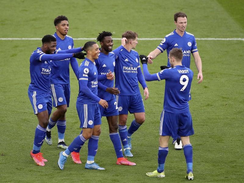 Hráči Leicesteru sa radujú z gólu