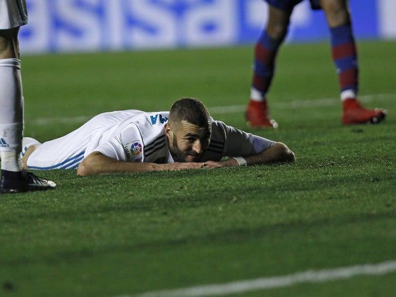 Frustrovaný Karim Benzema po zahodenej šanci