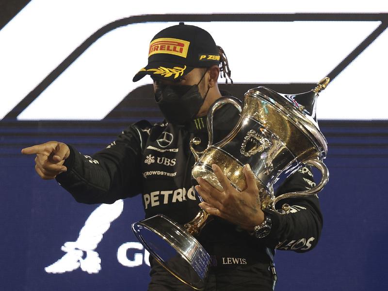 Lewis Hamilton a jeho víťazné oslavy