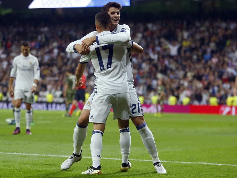 Lucas Vázquez a Álvaro Morata oslavujú gól Realu