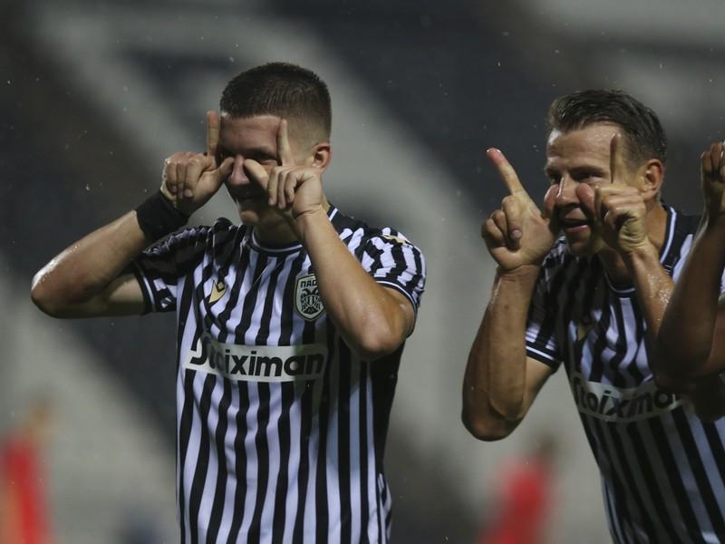 Christos Tzolis a jeho gólové oslavy so spoluhráčmi
