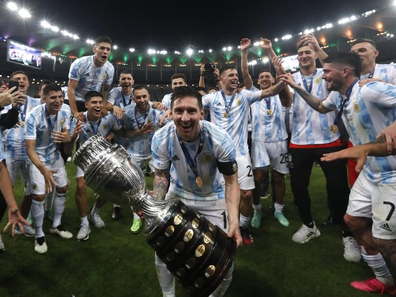 Lionel Messi oslavuje triumf na Copa América
