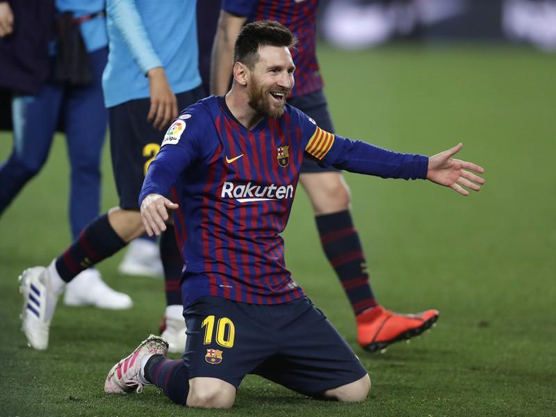 Lionel Messi oslavuje triumf Barcelony