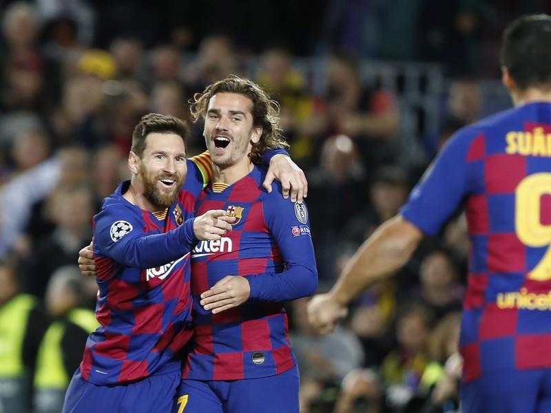 Lionel Messi a Antoine Griezmann sa tešia z gólu