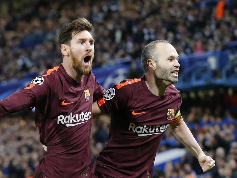 Lionel Messi a Andrés Iniesta sa tešia z gólu