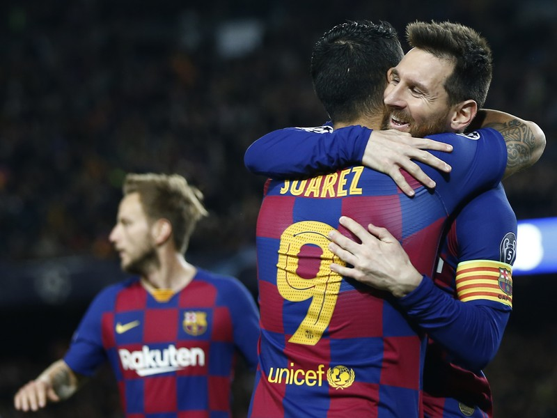 Luis Suárez a Lionel Messi sa tešia z gólu