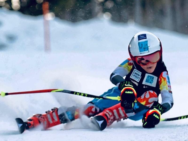Luca Stocker udivuje lyžiarsky svet