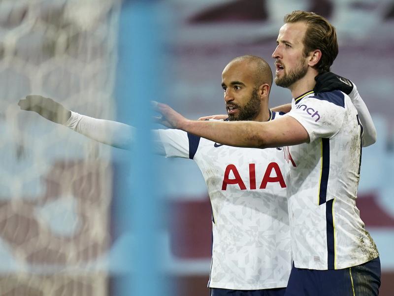 Harry Kane a Lucas Moura oslavujú gól