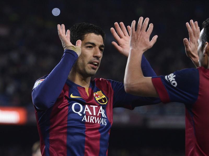 Luis Suaréz a Pedro Rodriguez oslavujú gól