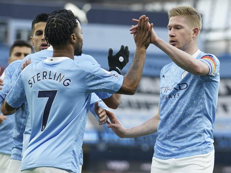 Hráči City oslavujú gól