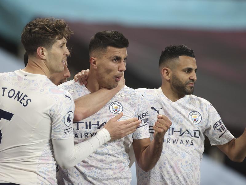 Hráči Manchestru City sa tešia z gólu