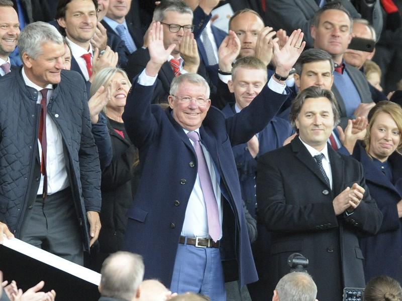 Alex Ferguson sa vrátil na Old Trafford prvýkrát od operácie mozgu