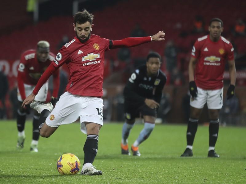 Bruno Fernandes strieľa gol z penalty