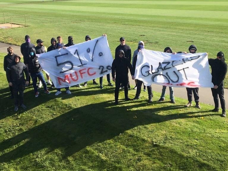 Protestujúci fanúšikovia Manchestru United