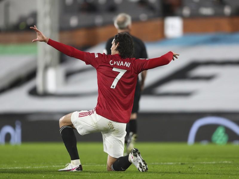 Edinson Cavani sa teší po strelení gólu