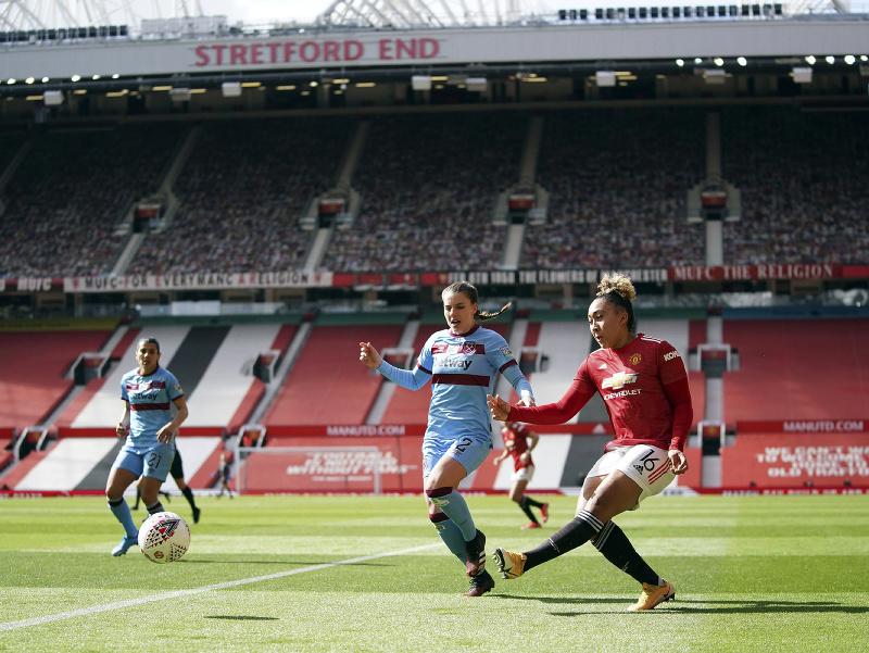 Stredopoliarka Manchestru United Lauren Jamesová v premiérovom zápase ženskej Super League vo futbale Manchester United - West Ham United na štadióne Old Trafford