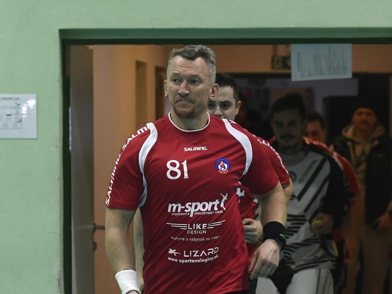 Marcel Hossa pri prvom florbalovom zápase