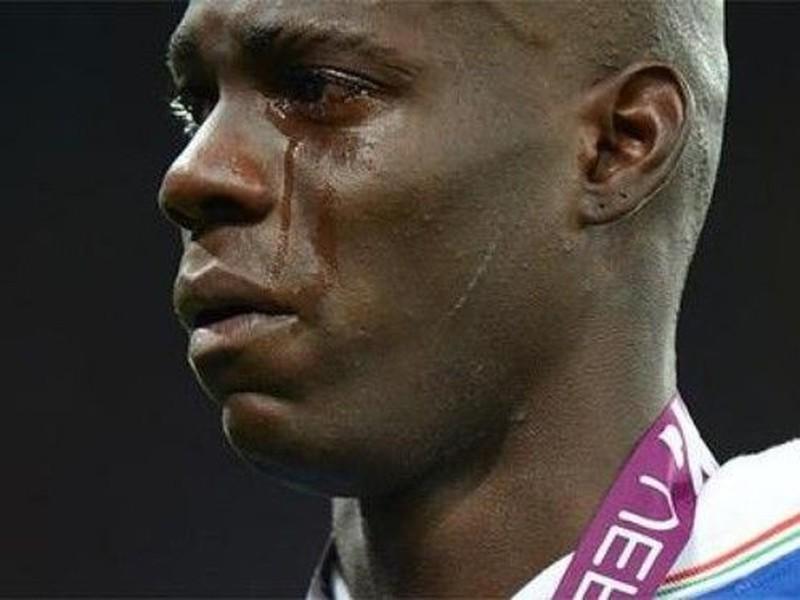 Plačúci Mario Balotelli