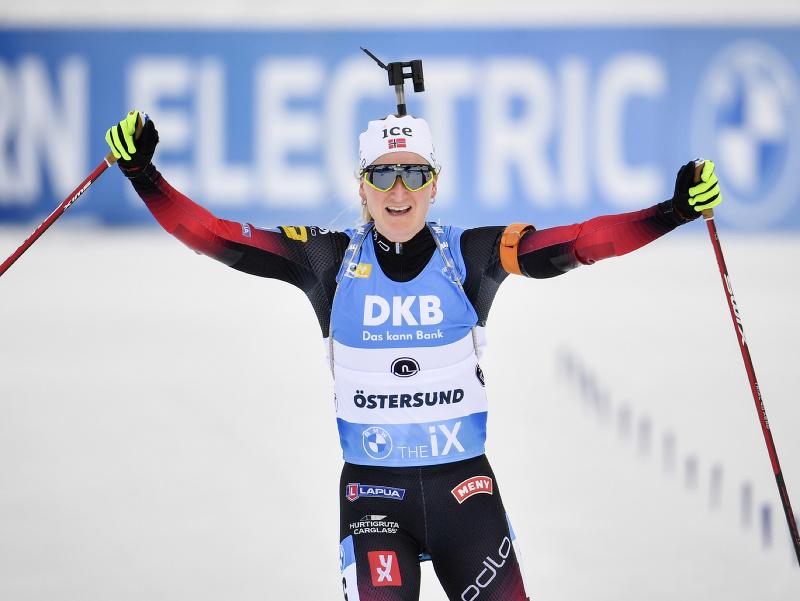 Marte Olsbuová Röiselandová oslavuje víťazstvo v stíhačke