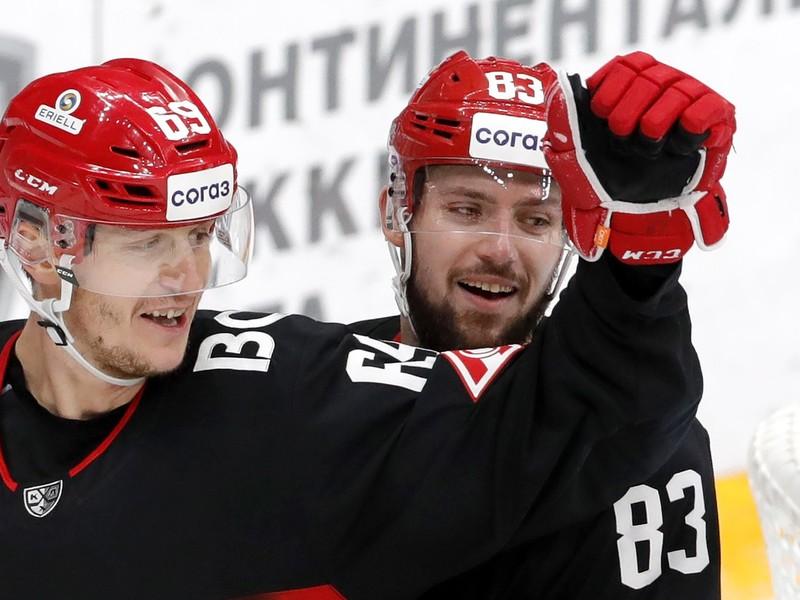 Martin Bakoš sa teší z gólu
