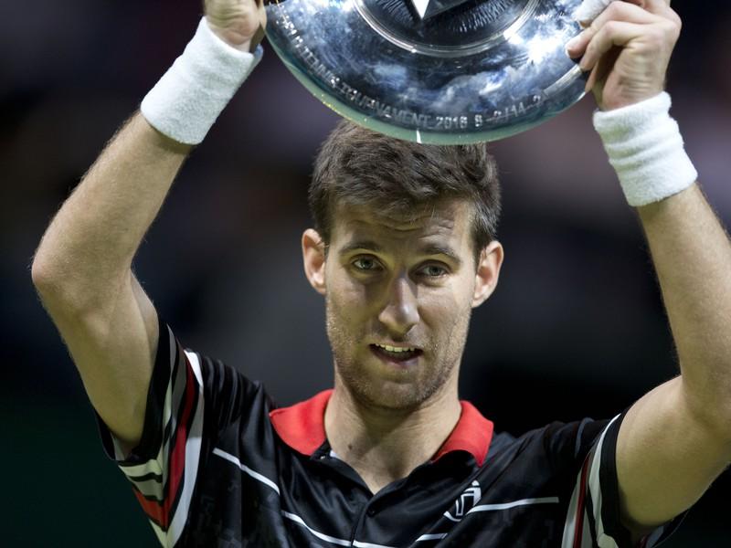 Martin Kližan s víťaznou trofejou