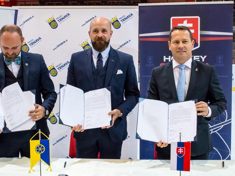 Predstavitelia Slovenského zväzu ľadového hokeja (SZĽH), mesta Trnava a Trnavského samosprávneho kraja (TTSK) podpísali v stredu memorandum o spolupráci