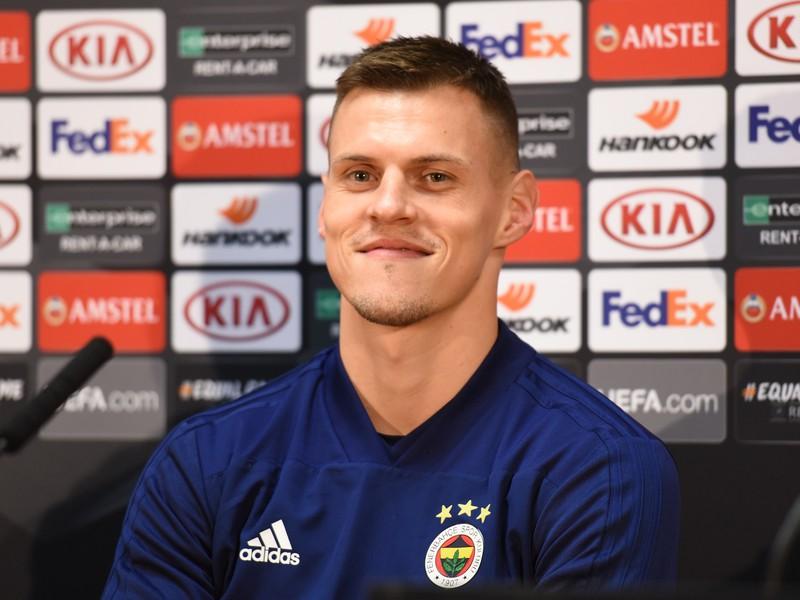 Na snímke hráč Fenerbahce Martin Škrtel počas tlačovej konferencie