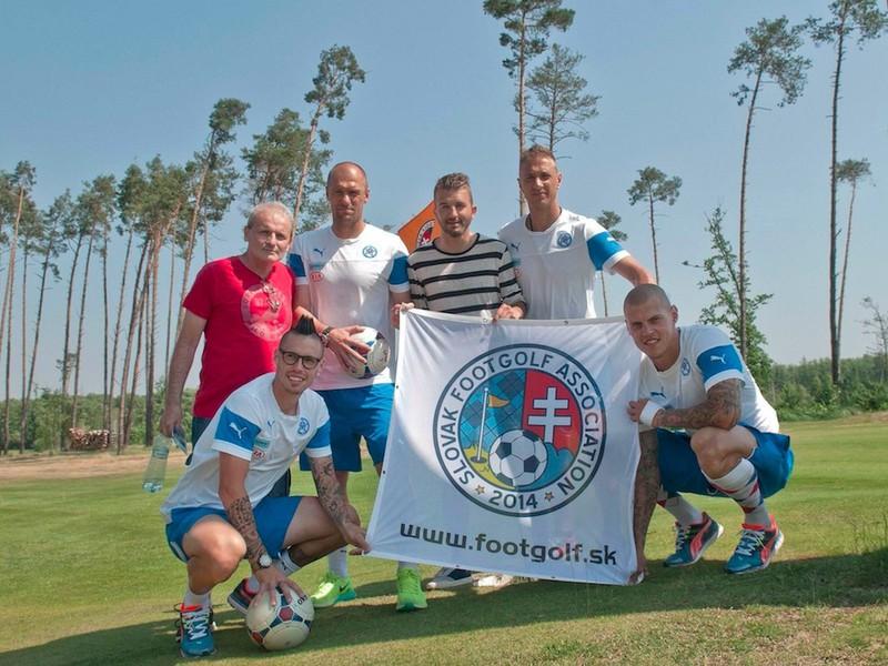 Slovenskí reprezentanti si vyskúšali footgolf