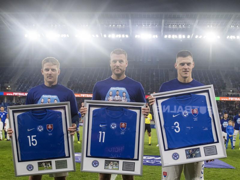 Na snímke slovenskí futbaloví reprezentanti zľava Tomáš Hubočan, Adam Nemec a Martin Škrtel