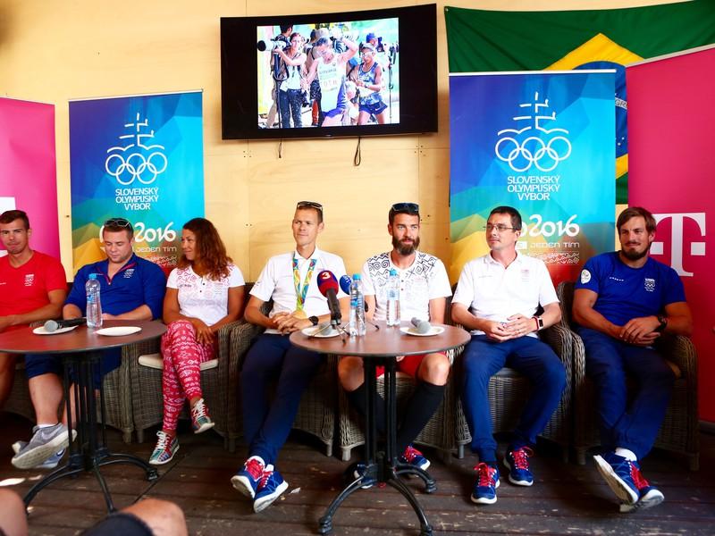 Matej Tóth s olympijským zlatom na krku na tlačovej konferencii po prílete na SLovensko