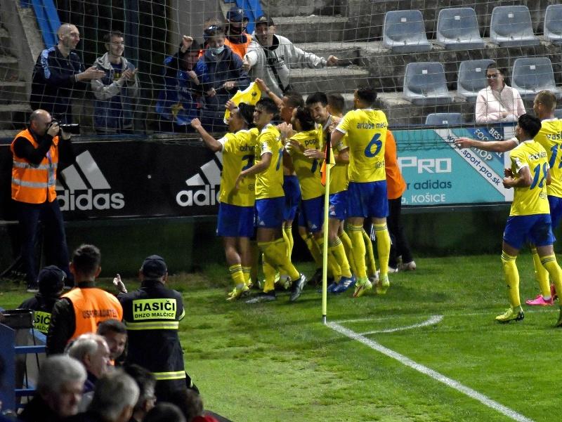 Na snímke radosť hráčov MFK Zemplín Michalovce
