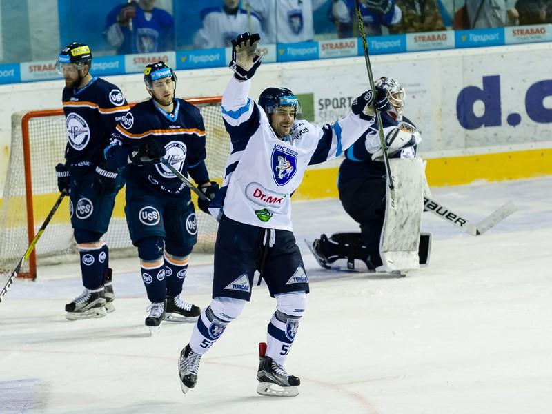 Sergei Korostin oslavuje gól