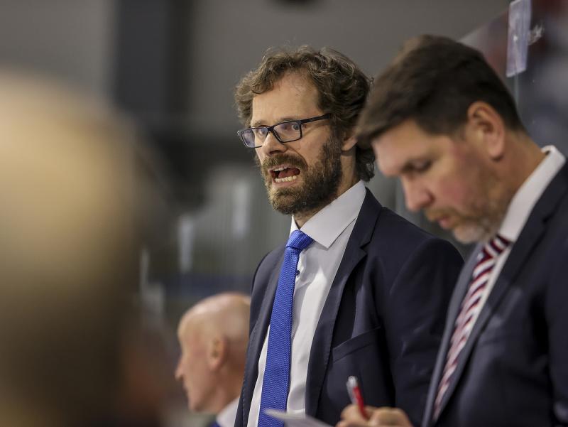 Asistenti trénera slovenskej hokejovej reprezentácie, zľava Michal Handzuš a Boris Žabka