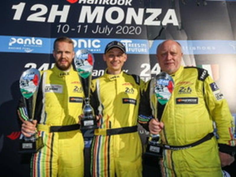 Tím ARC Bratislava na čele s Miroslavom Konôpkom, synom Matejom a Maťom Homolom ovládol preteky v Monze