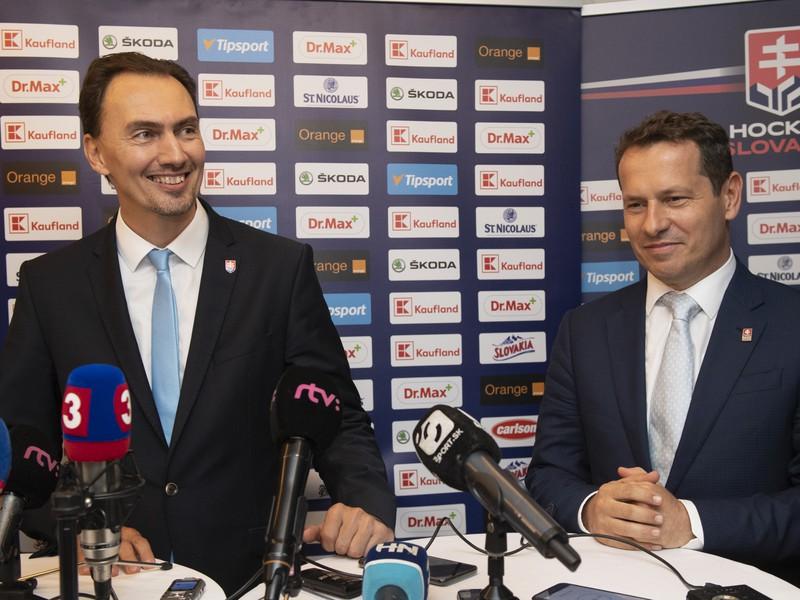Na snímke vľavo nový prezident SZĽH Miroslav Šatan a vpravo bývalý prezident a nový člen výkonného výboru SZĽH Martin Kohút