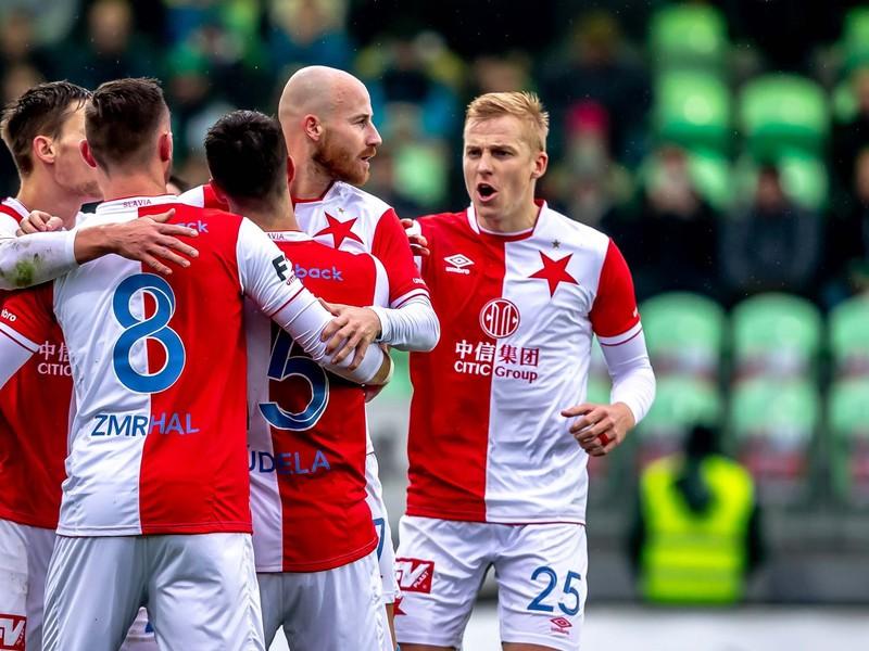 Miroslav Stoch sa spoločne so spoluhráčmi raduje z gólu
