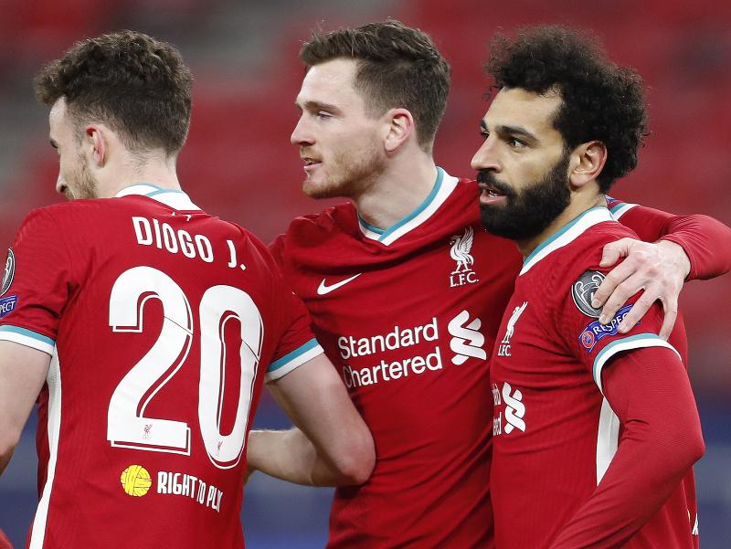 Mohamed Salah oslavuje so spoluhráčmi úvodný gól do bránky Lipska