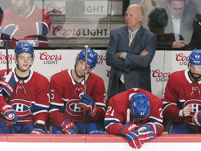 Sklamaní hráči Montrealu na lavičke
